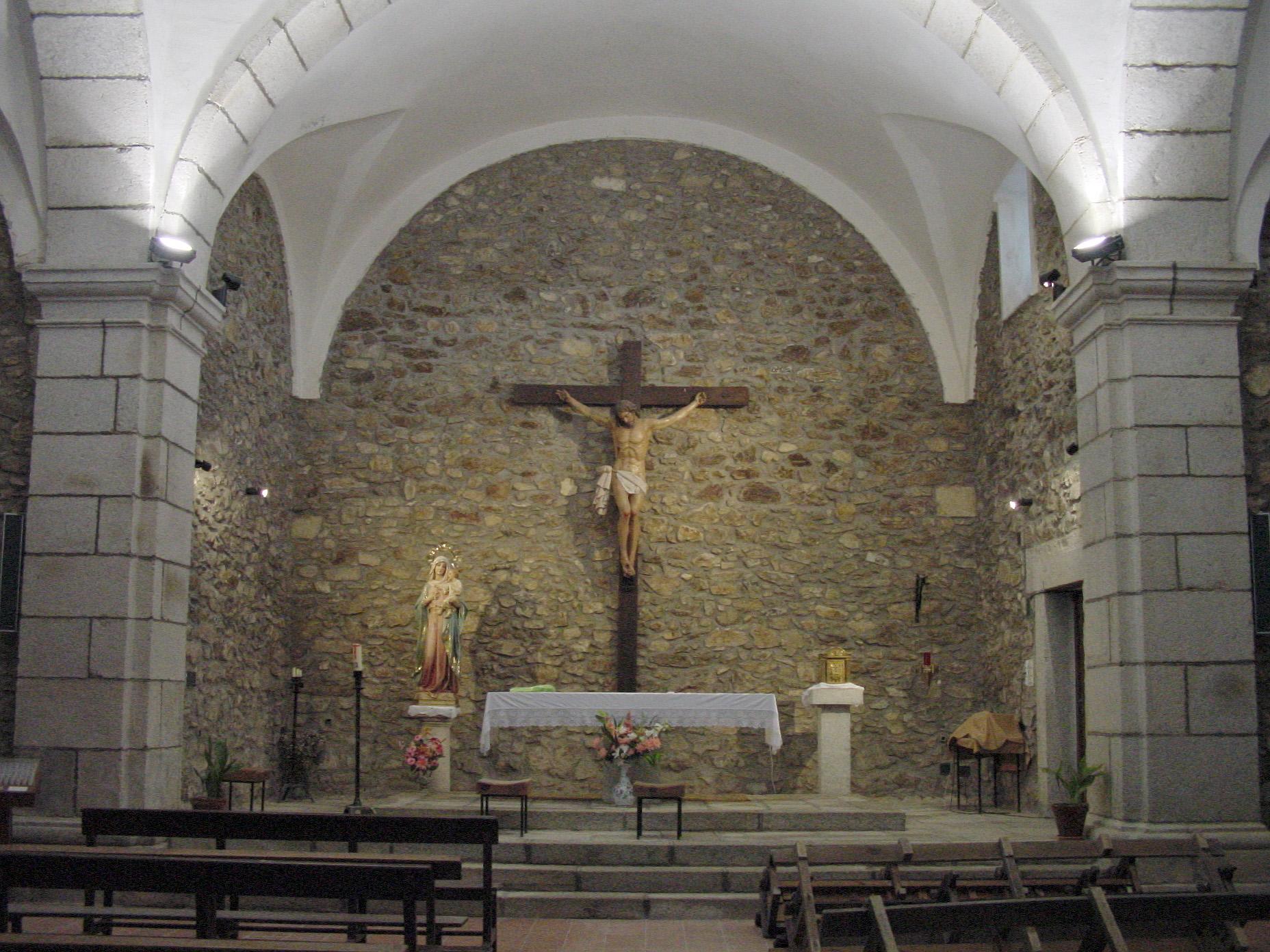 Interior de iglesia en Gascones
