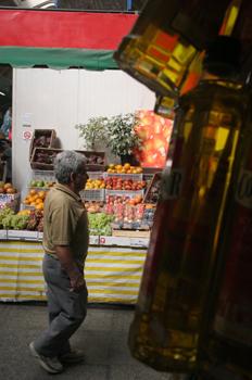 Puesto de frutas y aceite, Mercado de abastos de Sao Paulo, Bras