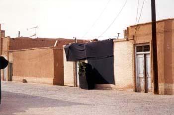 Casa con velatorio, Irán