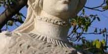 Monumento a Doña Urraca I, reina de Castilla y de León