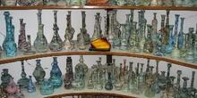 Vitrina de una tienda de artesanía árabe