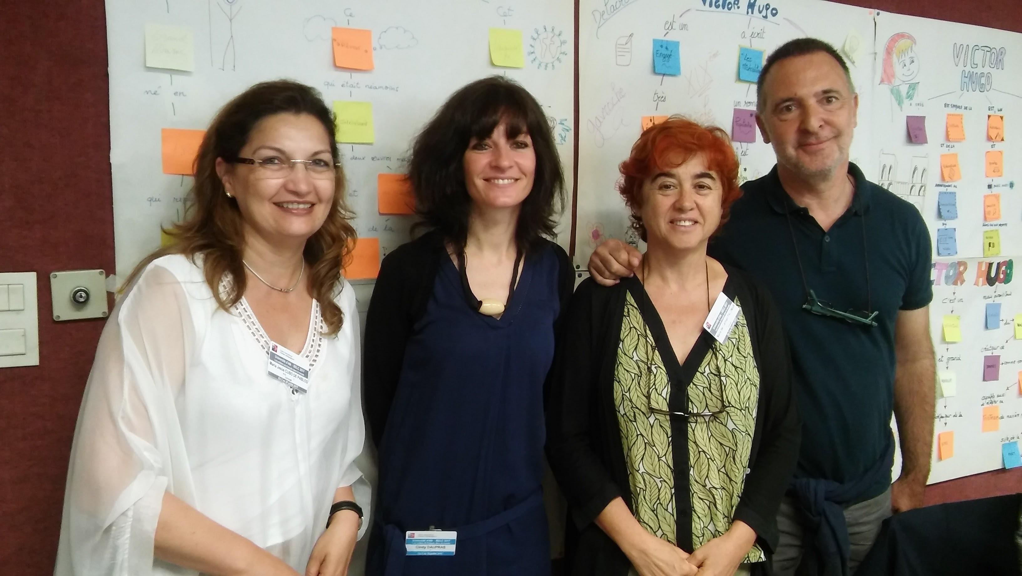 La professeure du module et les participants de l'activité