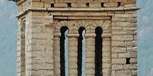 Iglesia de San Pedro de Lárrede. Ventanal con falsos arcos de he