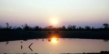 Reflejo sobre laguna al atardecer, Botswana