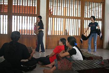 Ensayando bailes tradicionales, Instituto de Bellas Artes, Jogya