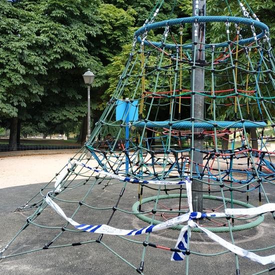 La pandemia en los parques infantiles2 5