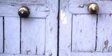 Puertas de madera con pomos