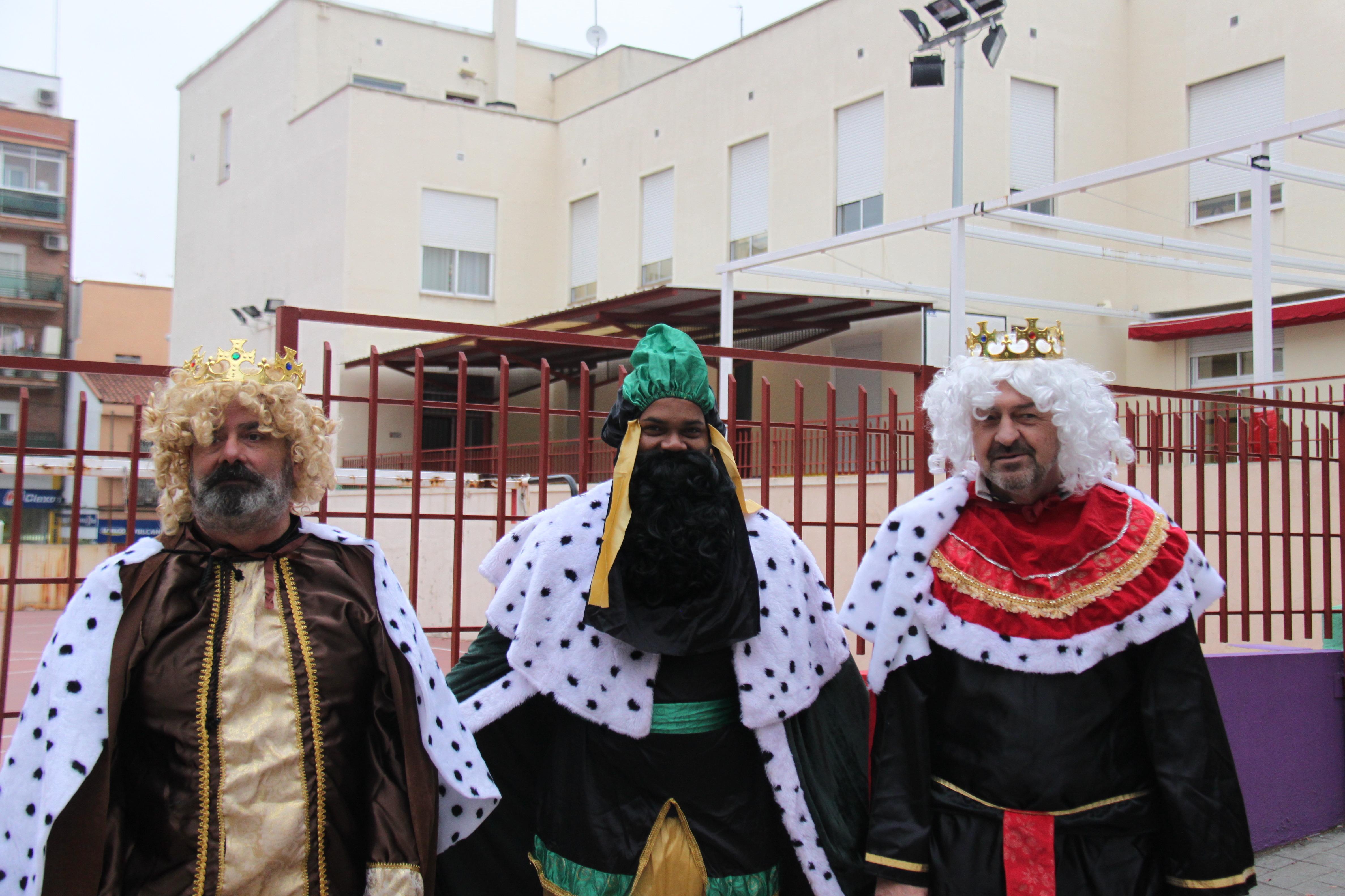 Visita de sus Majestades los Reyes Magos al colegio Luis Bello en moto 2018