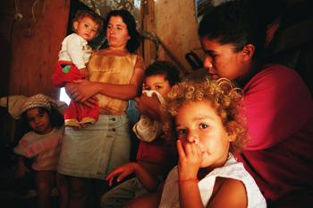 Familia numerosa, favela de Sao Paulo, Brasil