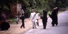 Osos amaestrados en las carreteras de acceso a Agra, Agra, India