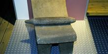 Utensilios domésticos: Metate para moler cacao, Museo del Pueblo