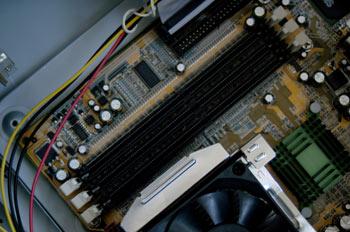 Detalle Zócalo de memoria tipo DIMM (184 contactos)