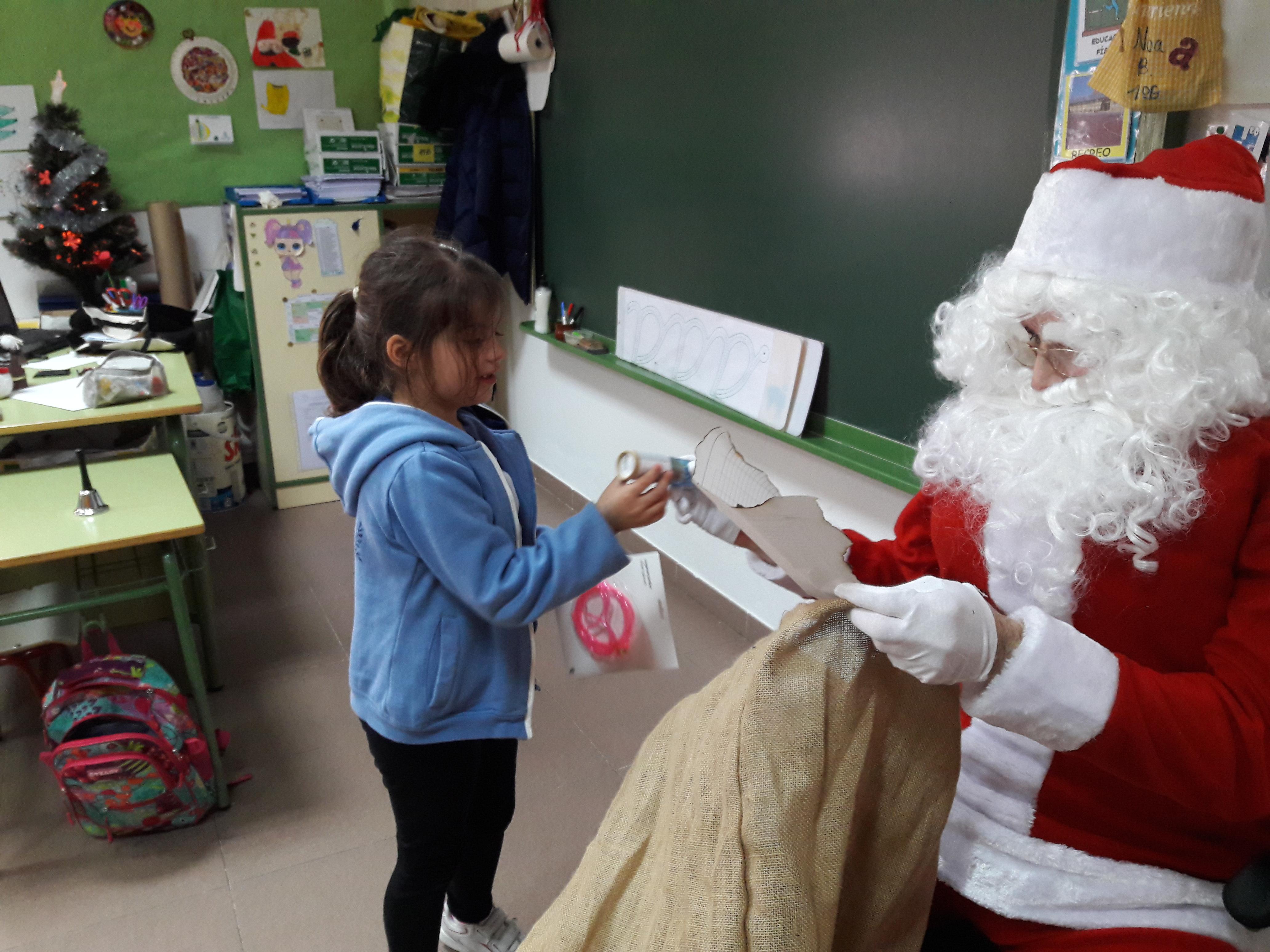 Santa Claus comes to School 7