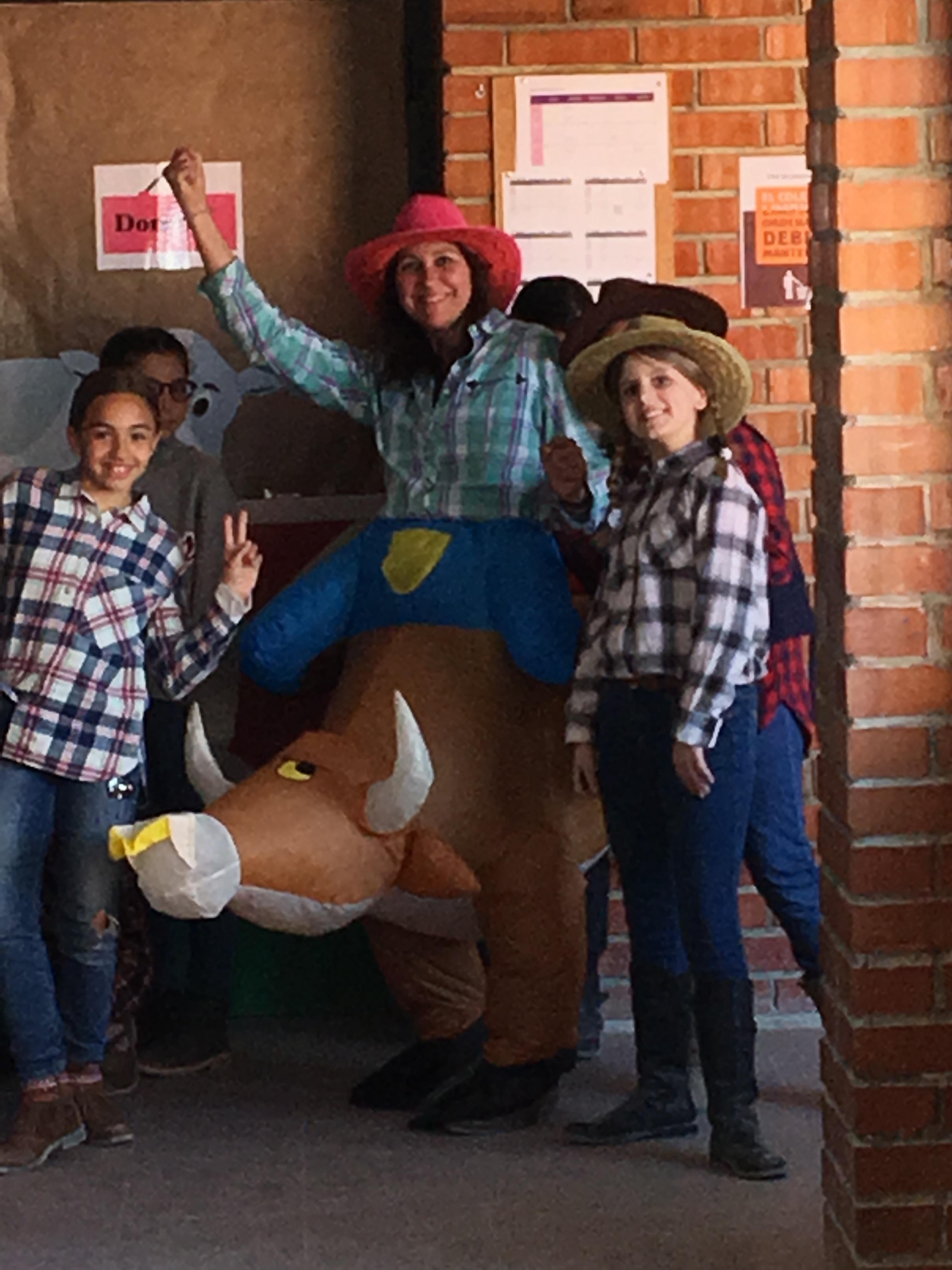 6º disfrutando del Carnaval: El Rodeo de Texas.