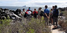 Grupo de turistas en Isla Lobos, Ecuador