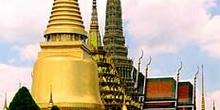 Stupas doradas de templo, Bangkok, Tailandia