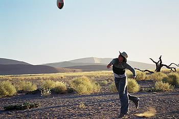 Juego de pelota en el desierto, Namibia