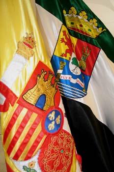 Banderas de España y Extremadura
