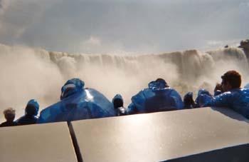 Turistas observando cataratas