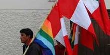 Vendedor de banderas para las Fiestas Patrias, Perú