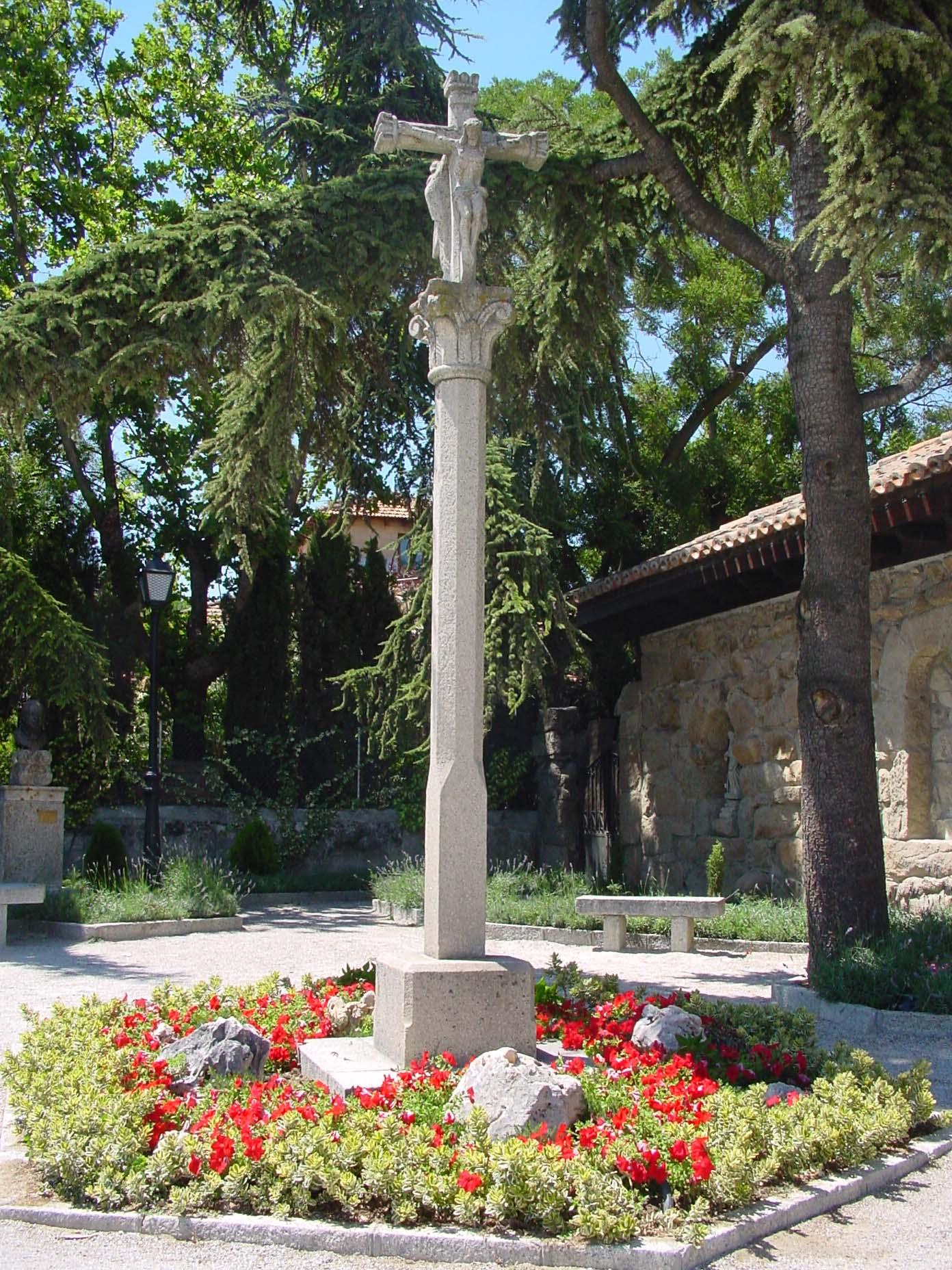 Monumento en forma de cruz en Torrelodones