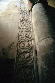 Decoración vegetal de la iglesia de San Miguel de Lillo, Oviedo,