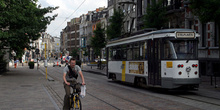 Bibicleta y tranvía en Gante, Bélgica