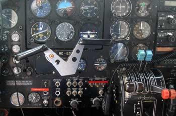 Control de mandos de una avioneta, Ecuador