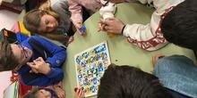 Buddies: 5 años y sexto enseñando a jugar. 17