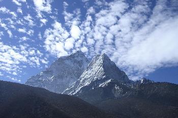 Ama Dablam visto desde el pico Nagartsang