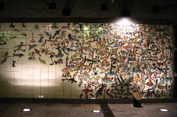 Azulejo en la estación de metro Oriente, Lisboa, Portugal