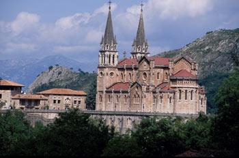 Colegiata de Nuestra Señora de Covadonga, Cangas de Onís, Asturi