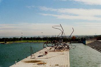 Plasmaciones artísticas al borde de un estanque