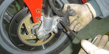 Ciclomotor. Montaje de pinza de freno