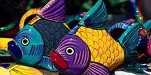 Figuras artesanas de peces de colores de Cabo San Lucas, México