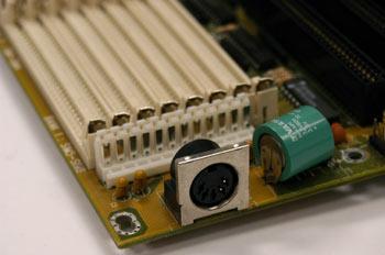 Detalle de conector de teclado AT