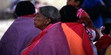 Retrato de anciana en las fiestas patronales de San Lorenzo, en