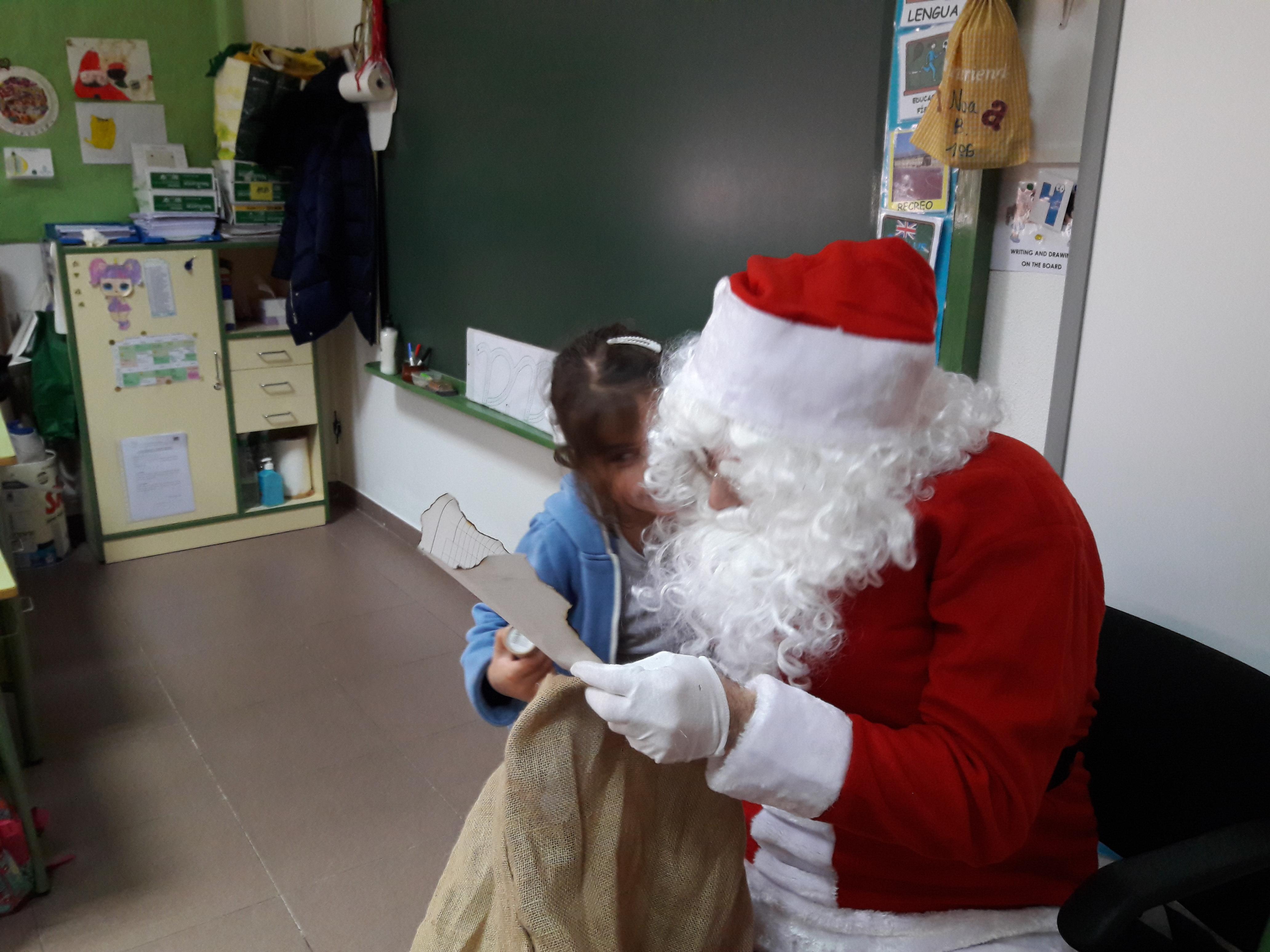Santa Claus comes to School 6