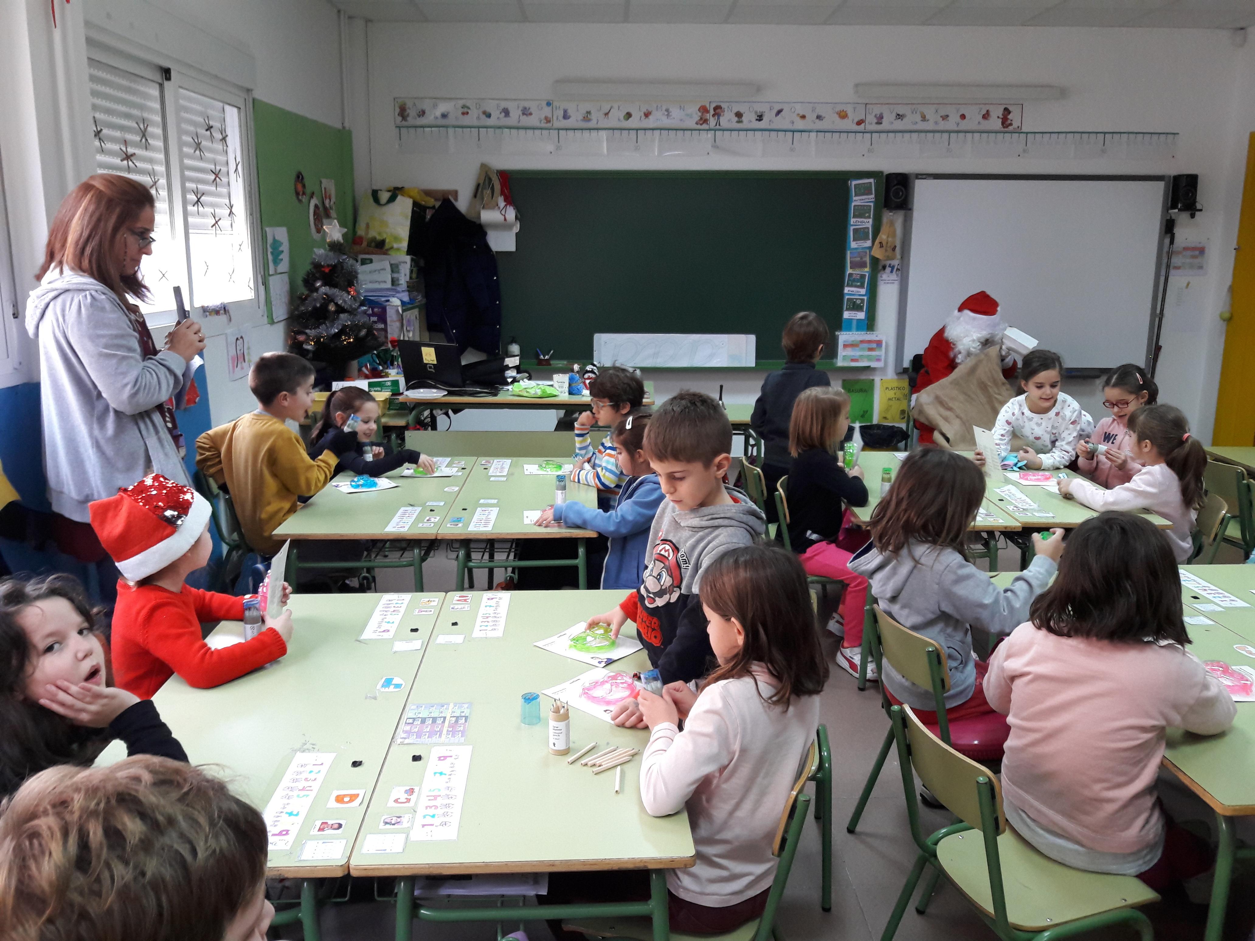 Santa Claus comes to School 20