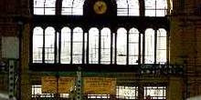 Puerta principal de la Estacion KeletiPu, Budapest, Hungría
