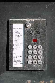 Telefonillo metálico, Budapest, Hungría