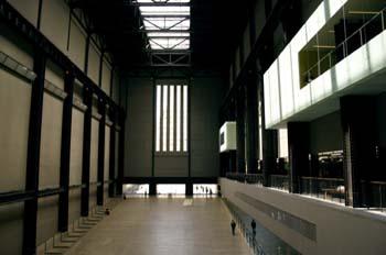 Espacio central del interior de la Tate Modern, Londres