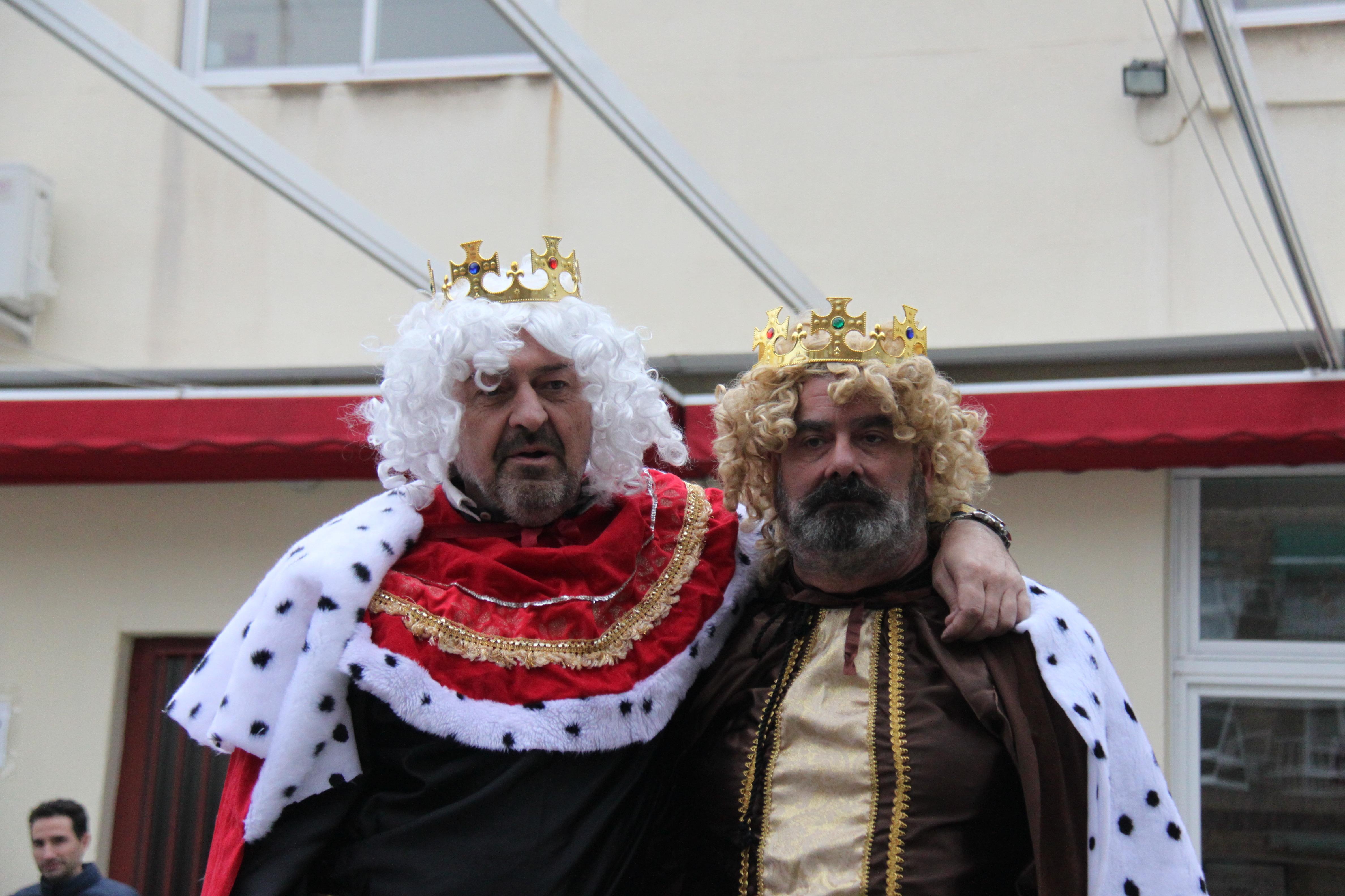 Visita de sus Majestades los Reyes Magos al colegio Luis Bello en moto 2018 2
