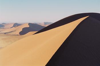 Contraste luz-sombra en el desierto, Namibia
