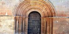 Puerta abocinada del románico