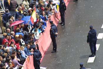Público asistente al recorrido de la Boda Real