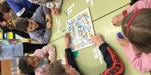 Buddies: 5 años y sexto enseñando a jugar. 16