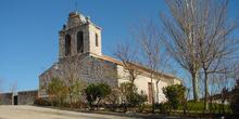 Vista frontal iglesia de Cabanillas de la Sierra