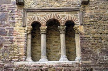 Ventana trífora de la Iglesia de San Tirso el Real, Oviedo, Prin