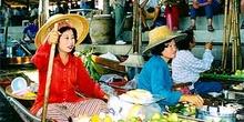 Vendedoras en el mercado flotante, Bangkok, Tailandia